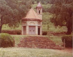 Piccola cappella costruita dai prigionieri di guerra italiani in Africa